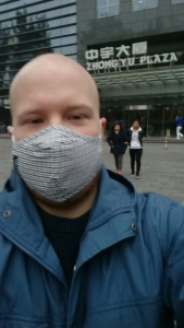 Notice how the Chinese people behind me is not wearing masks. I'm sure they were thinking silly foreigner when they spotted me taking a selfie.